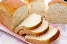 Cách làm trắng răng bằng bánh mỳ