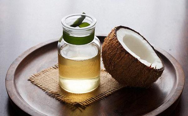 làm trắng răng tại nhà bằng dầu dừa