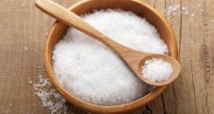Cách làm trắng răng an toàn nhất tại nhà bằng muối